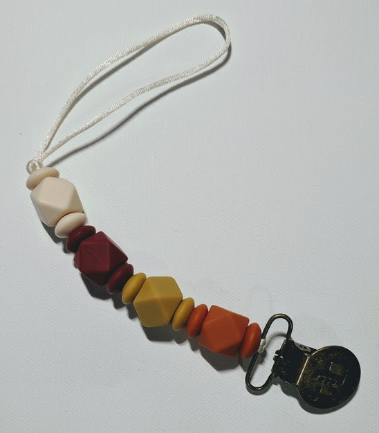 Three Hearts Paci Toy Clip