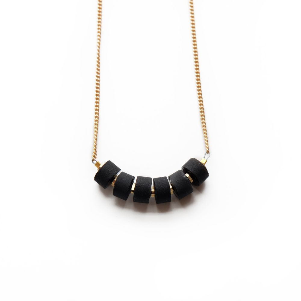 ALIGNMENT NECKLACE IN ONYX 18""