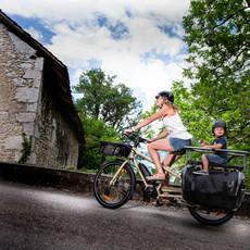 Yuba Bicycles LLC 2021 YUBA MUNDO ELECTRIC SHIMANO CARGO BIKE SAND