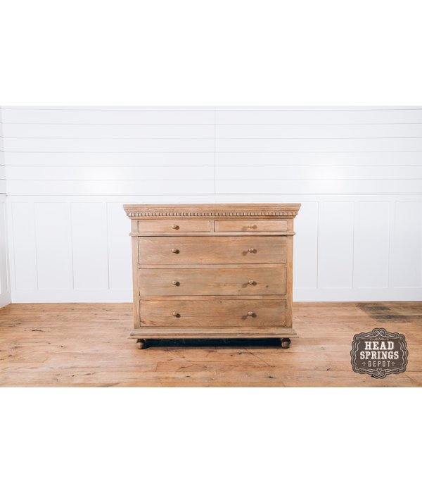 Fox & Roe Saint James 5 Drawer Dresser Light French Grey