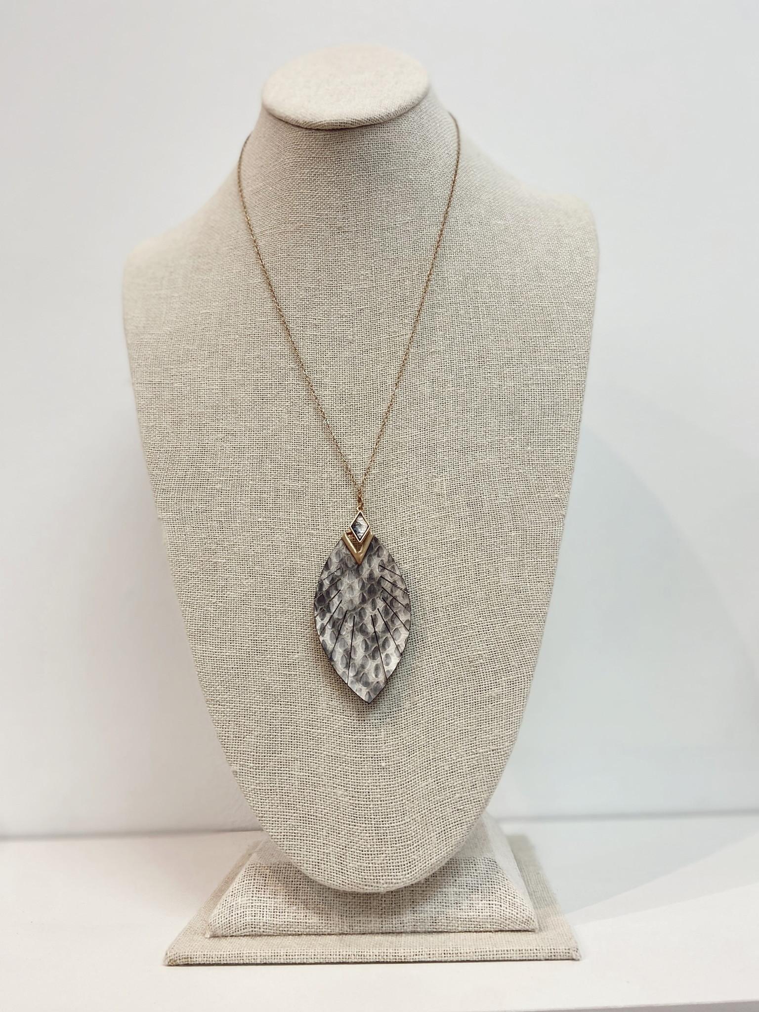 Leaf Necklace 7304