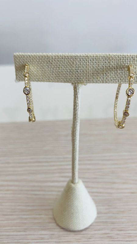 Gold Hoop with Round Diamond