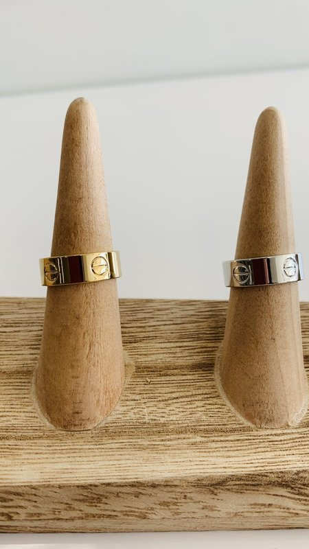 Cary NailHead Ring