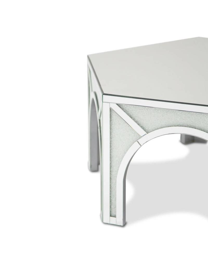 ULINE COCKTAIL TABLE B 46X40X19 INCHES
