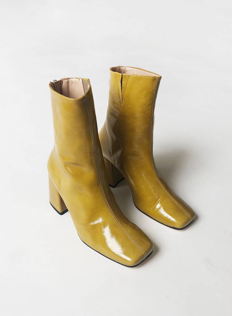 About Arianne Nico Boot