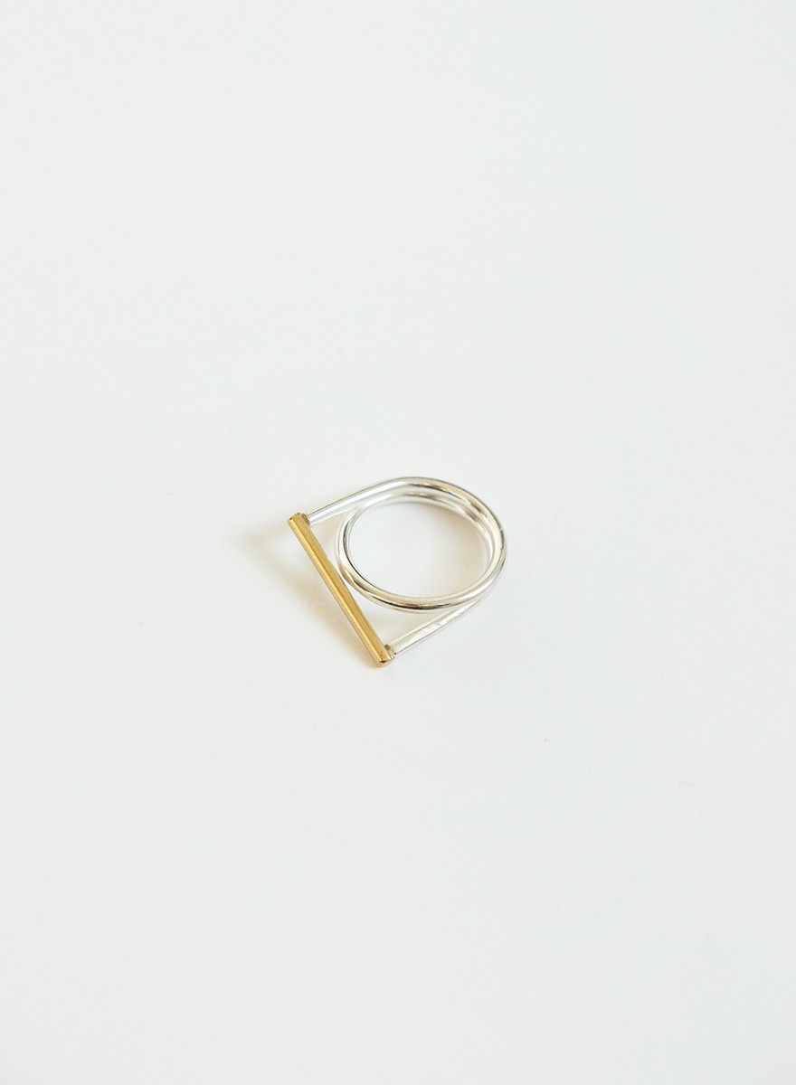 Knuckle Kiss - Filament Ring - Silver/Brass