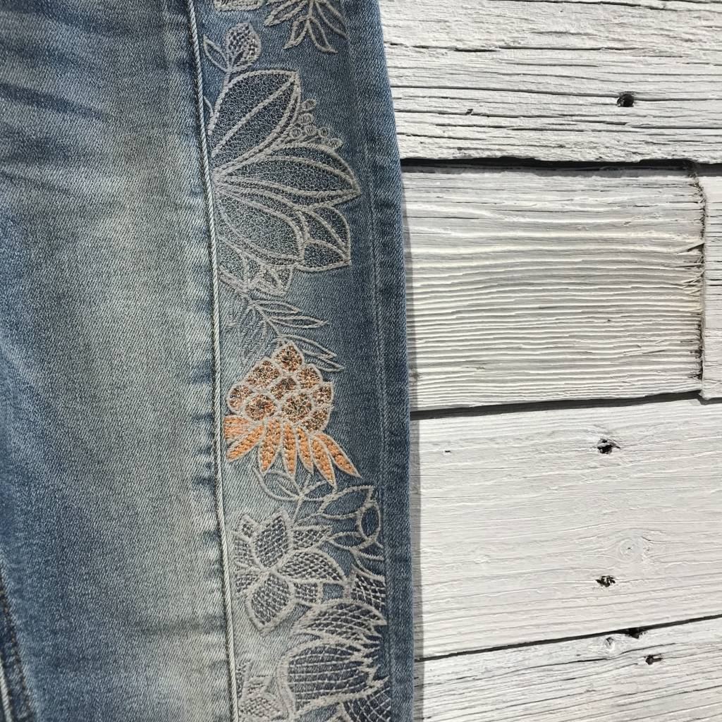 Embroidery Ankle Skinny light wash