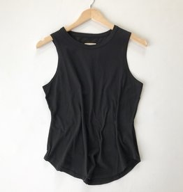seamed shirttail muscle tank