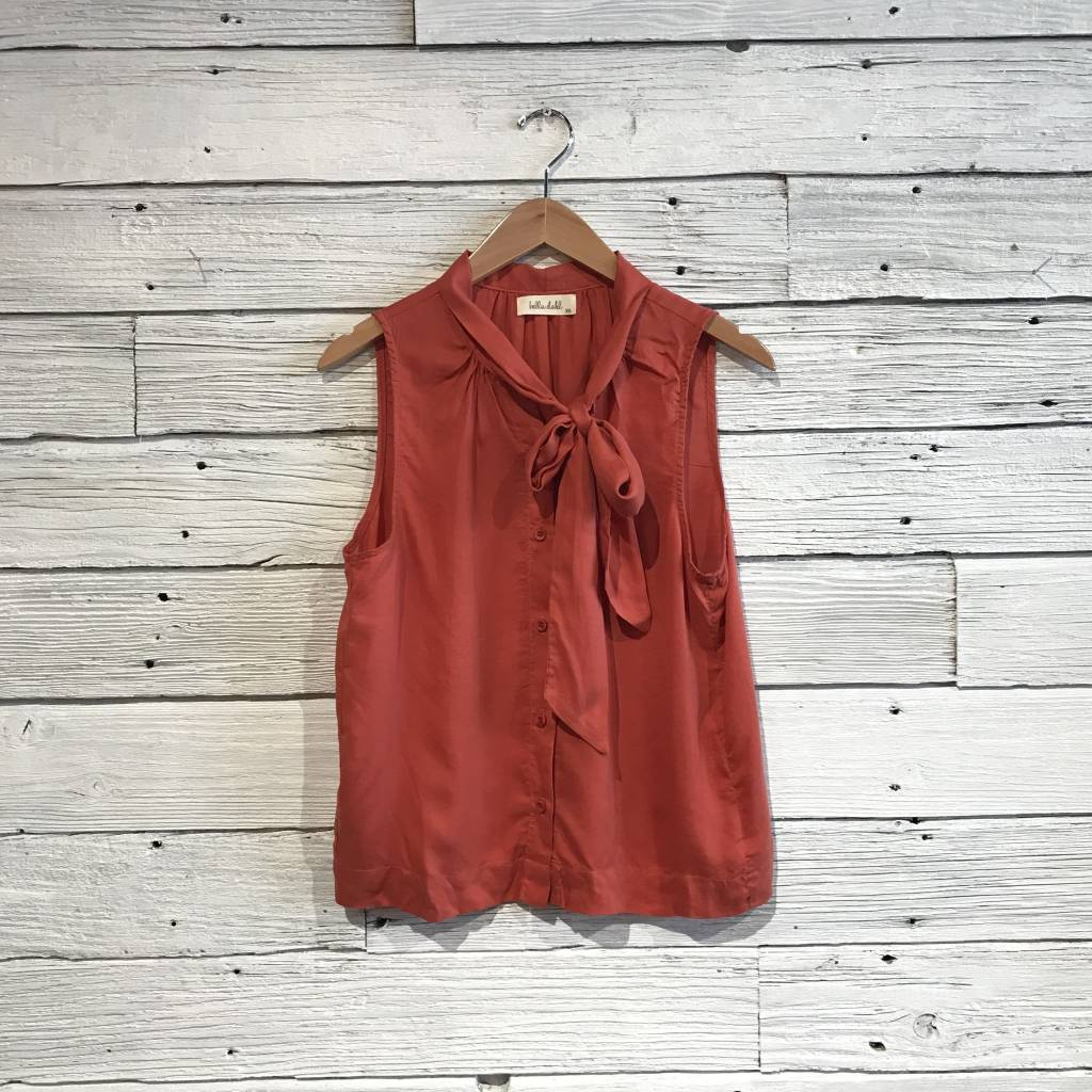 Bella dahl Sleeveless Tie Neck Top Hot Sauce
