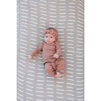 Grey dash crib sheet