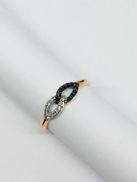 United Gemco Black and White Looped Ring