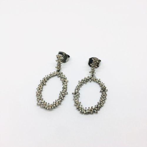 Lotasi Mini Open Teardrop Diamond Earring