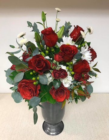 Deluxe Dozen Roses with Flowers