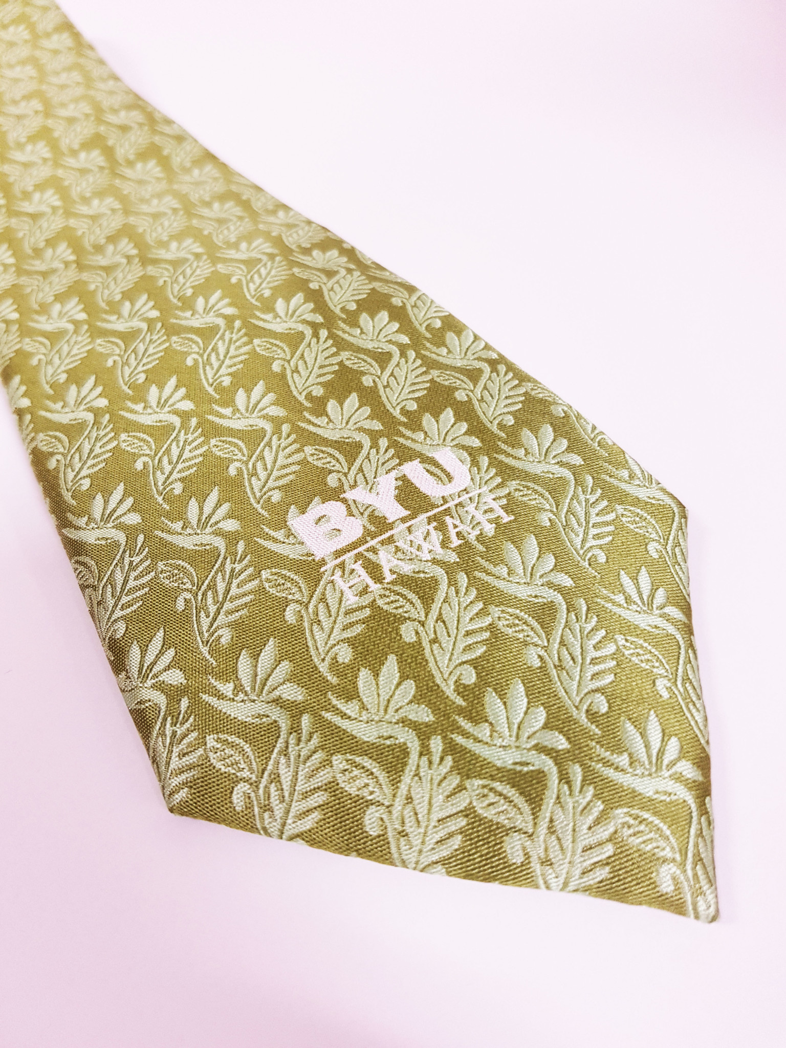 BYUH TIE GREEN W/ LEAVES