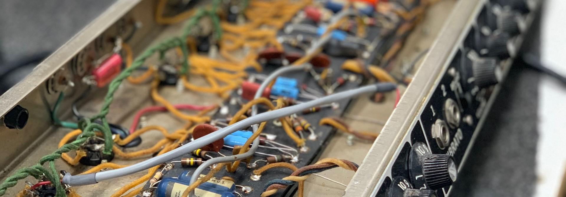 ELECTRONICS & AMP REPAIRS