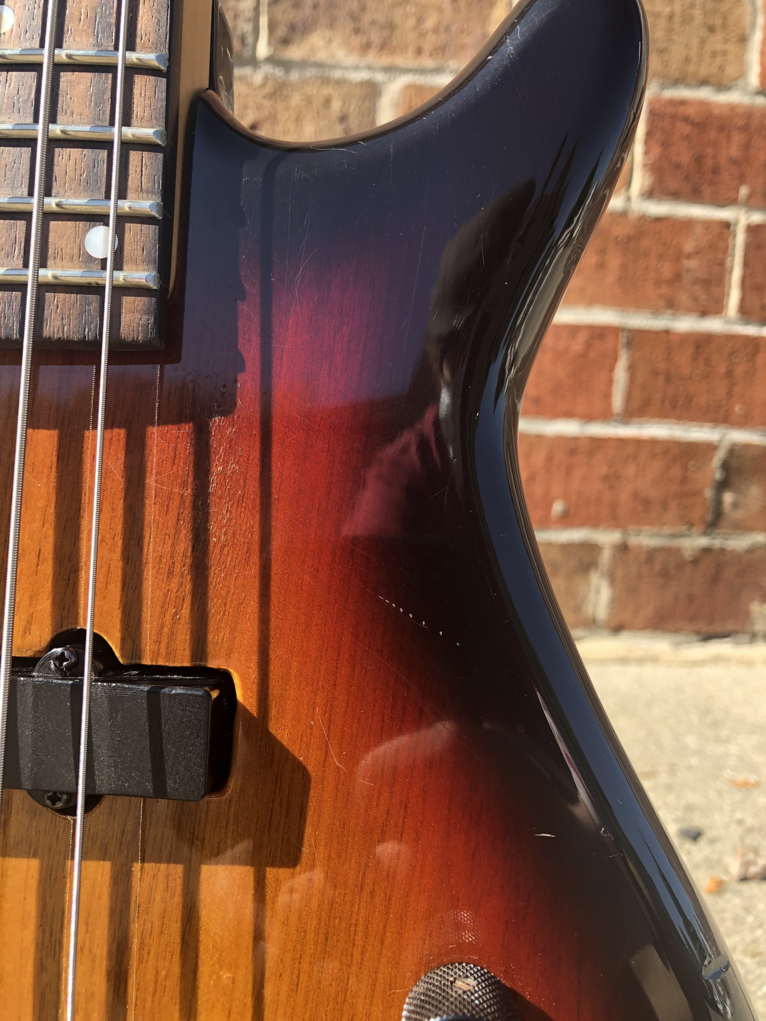 Stagg 5-string  Bass Sunburst-4