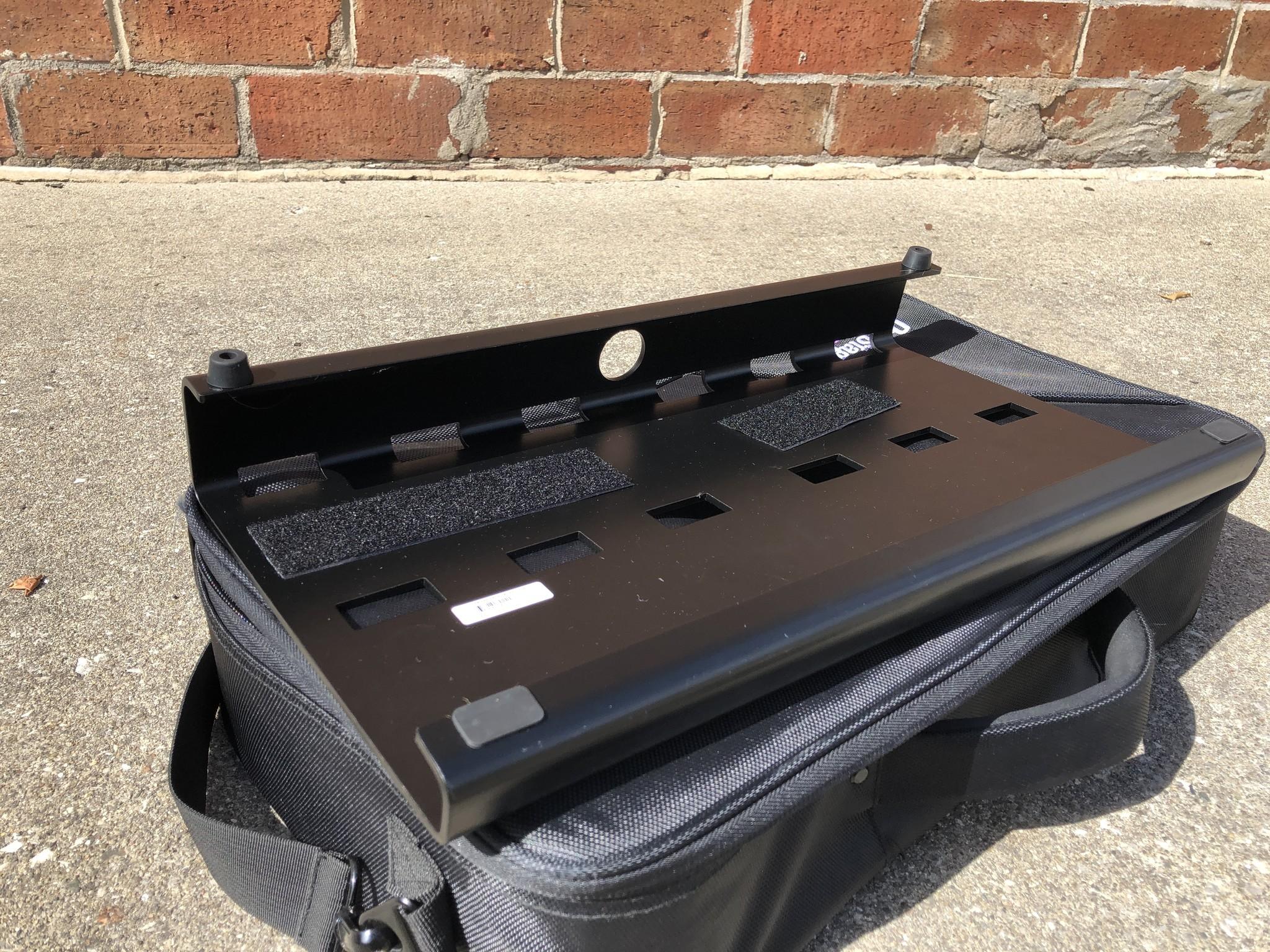 On-Stage GPB3000 Pedal Board w/ case-3