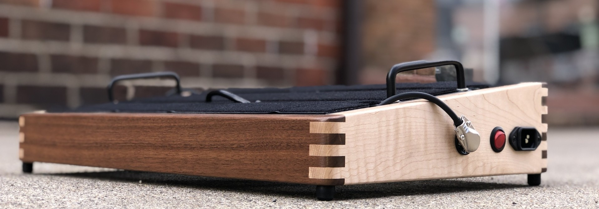 """Indy String Theory Pedalboard Walnut/Maple 18""""x12"""""""