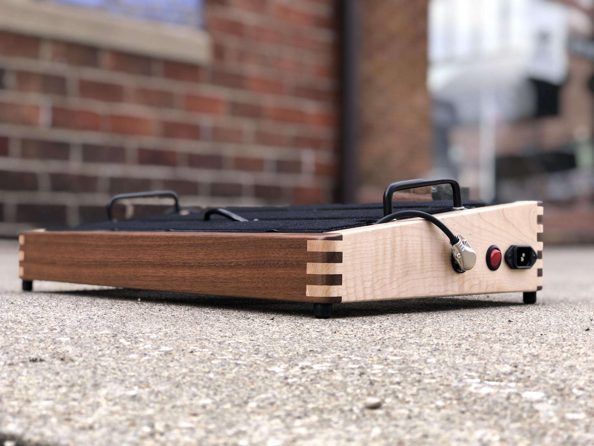"""Indy String Theory Pedalboard Walnut/Maple 18""""x12""""-1"""
