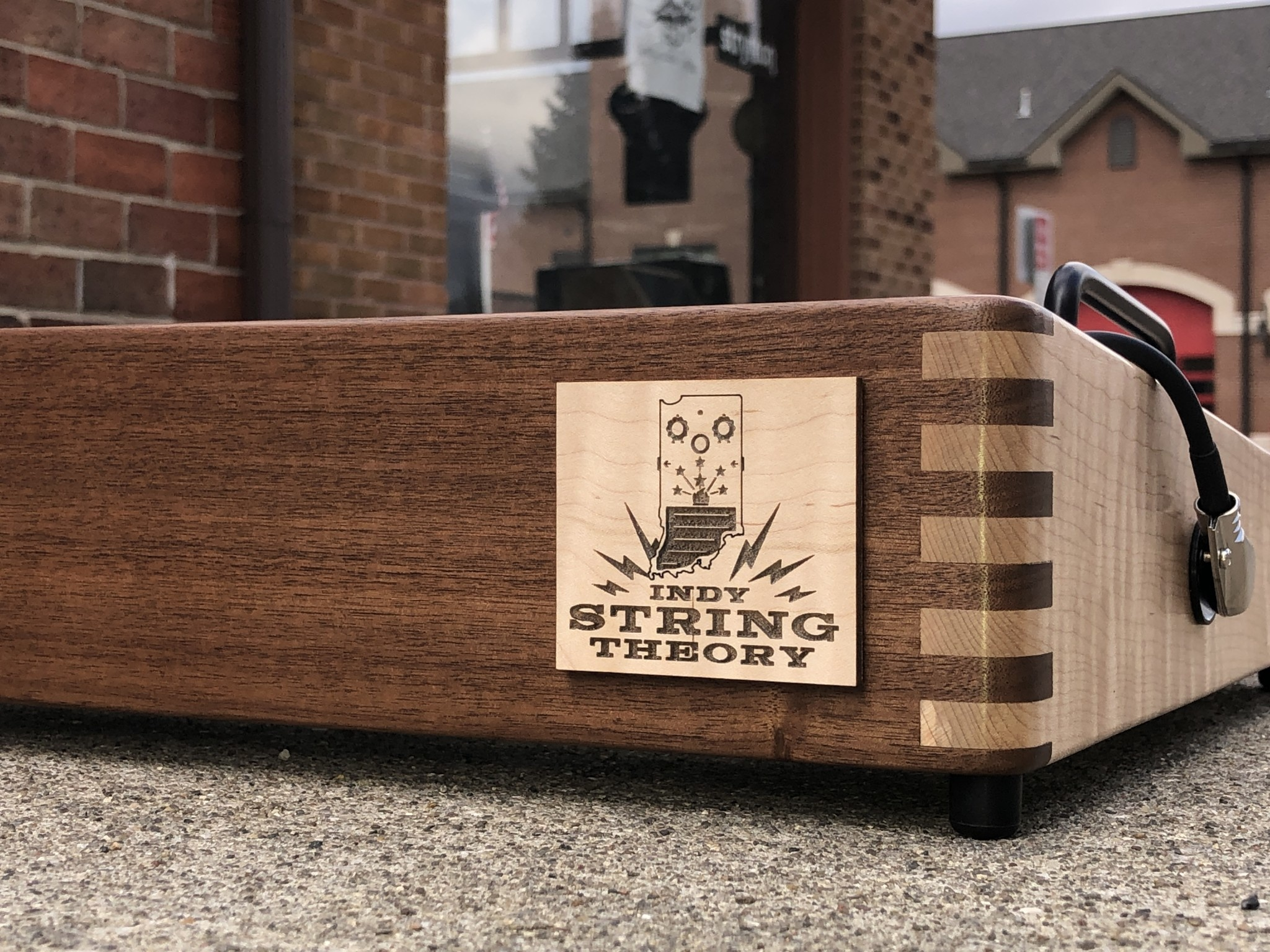 """Indy String Theory Pedalboard Walnut/Maple 18""""x12""""-2"""