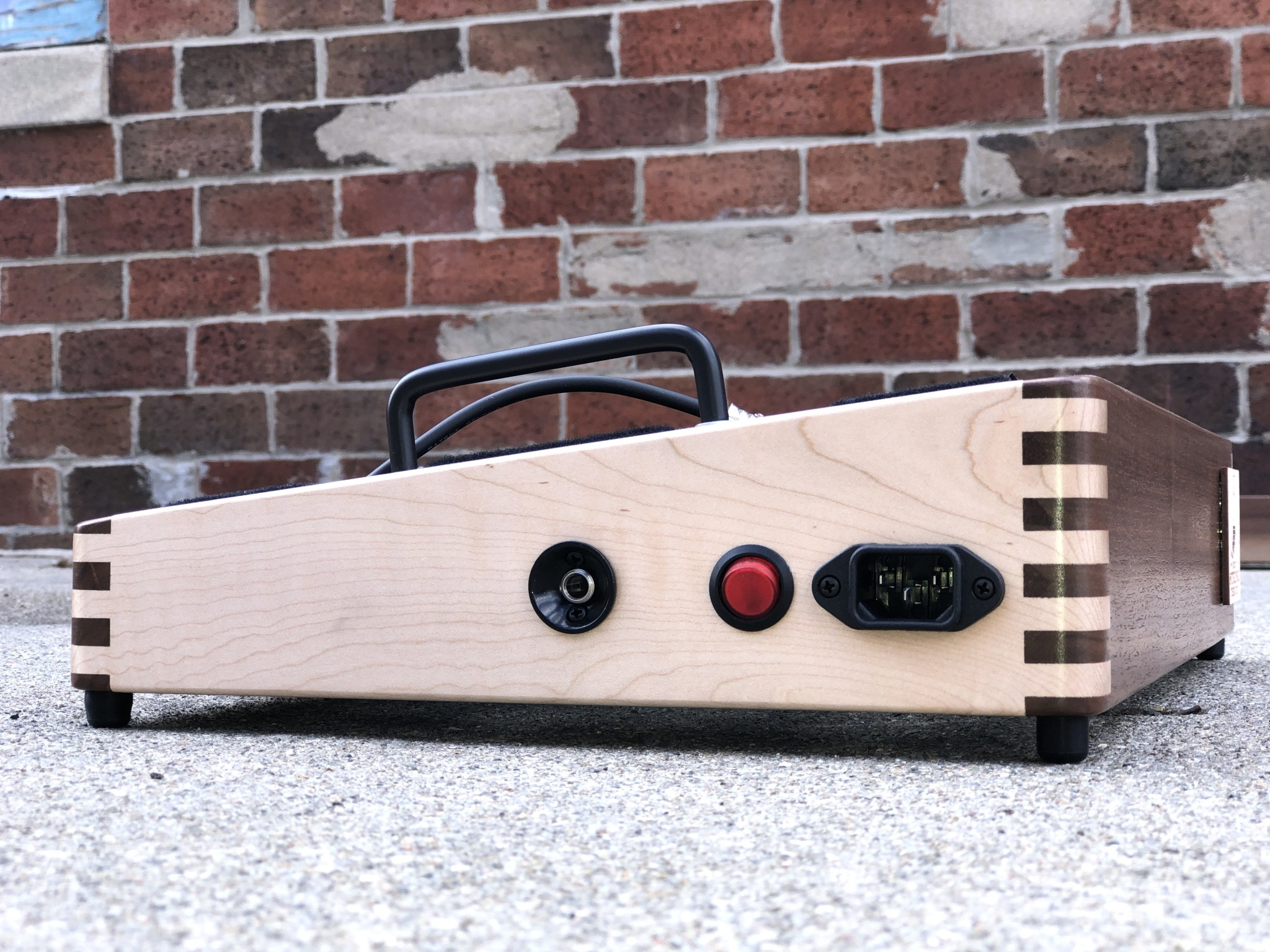 """Indy String Theory Pedalboard Walnut/Maple 18""""x12""""-5"""