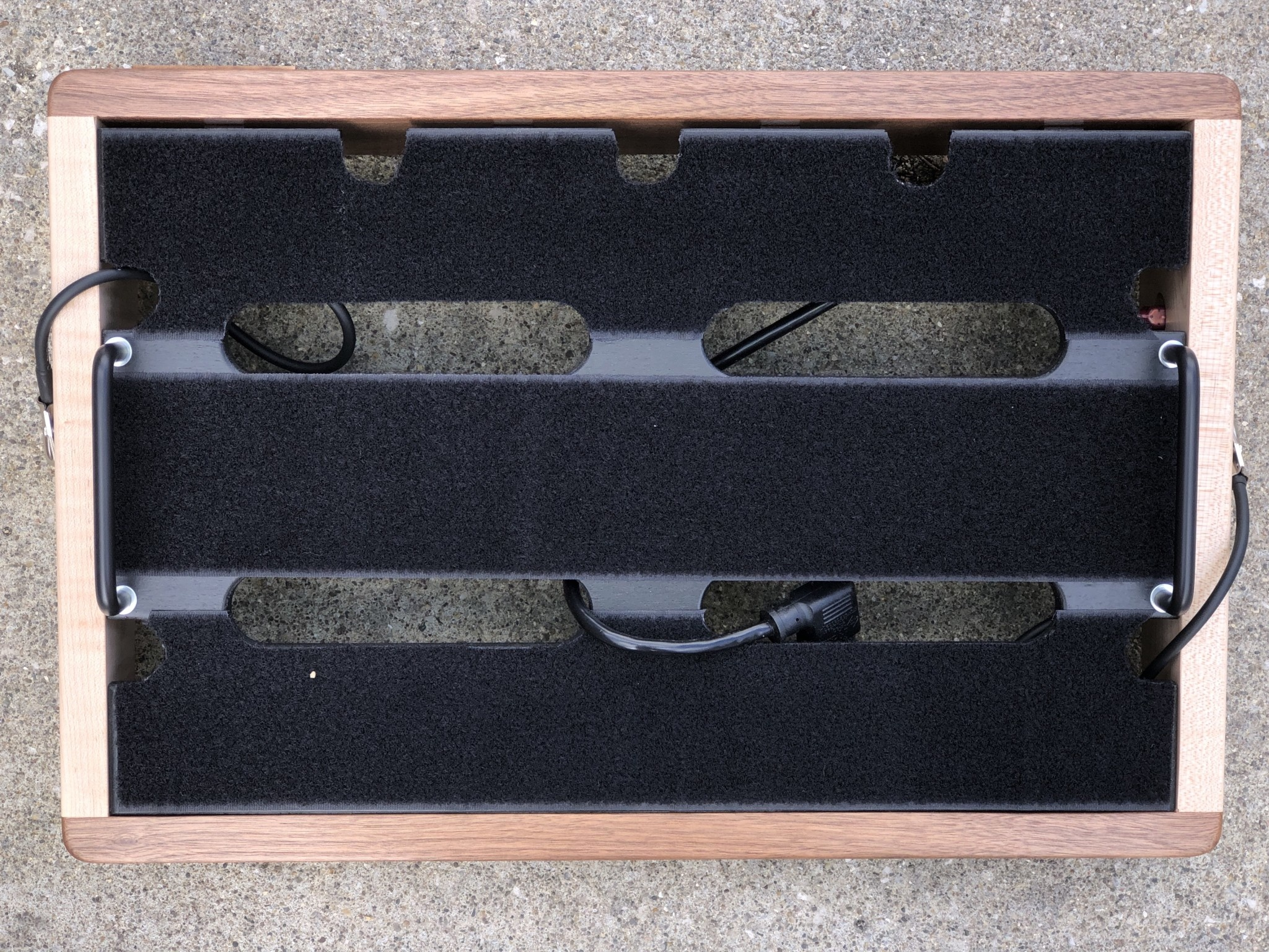 """Indy String Theory Pedalboard Walnut/Maple 18""""x12""""-6"""
