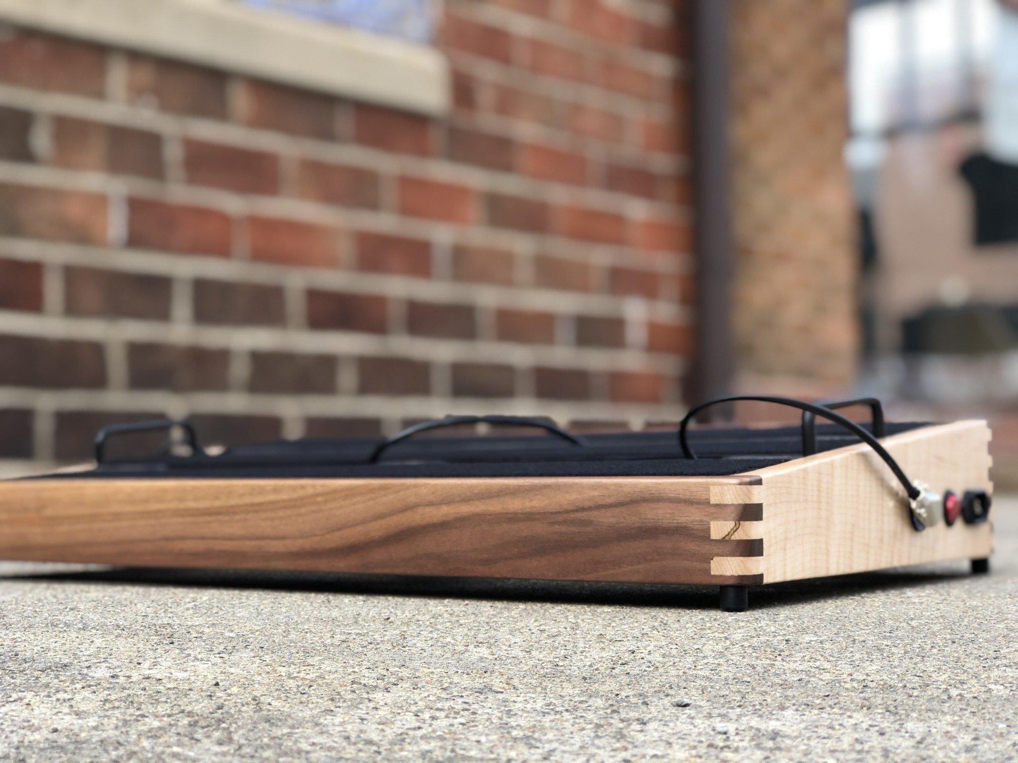 """Indy String Theory Pedalboard Walnut/Maple 24""""x14""""-6"""