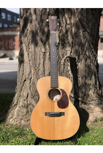 AMI 000M-18 Sprucetop Acoustic