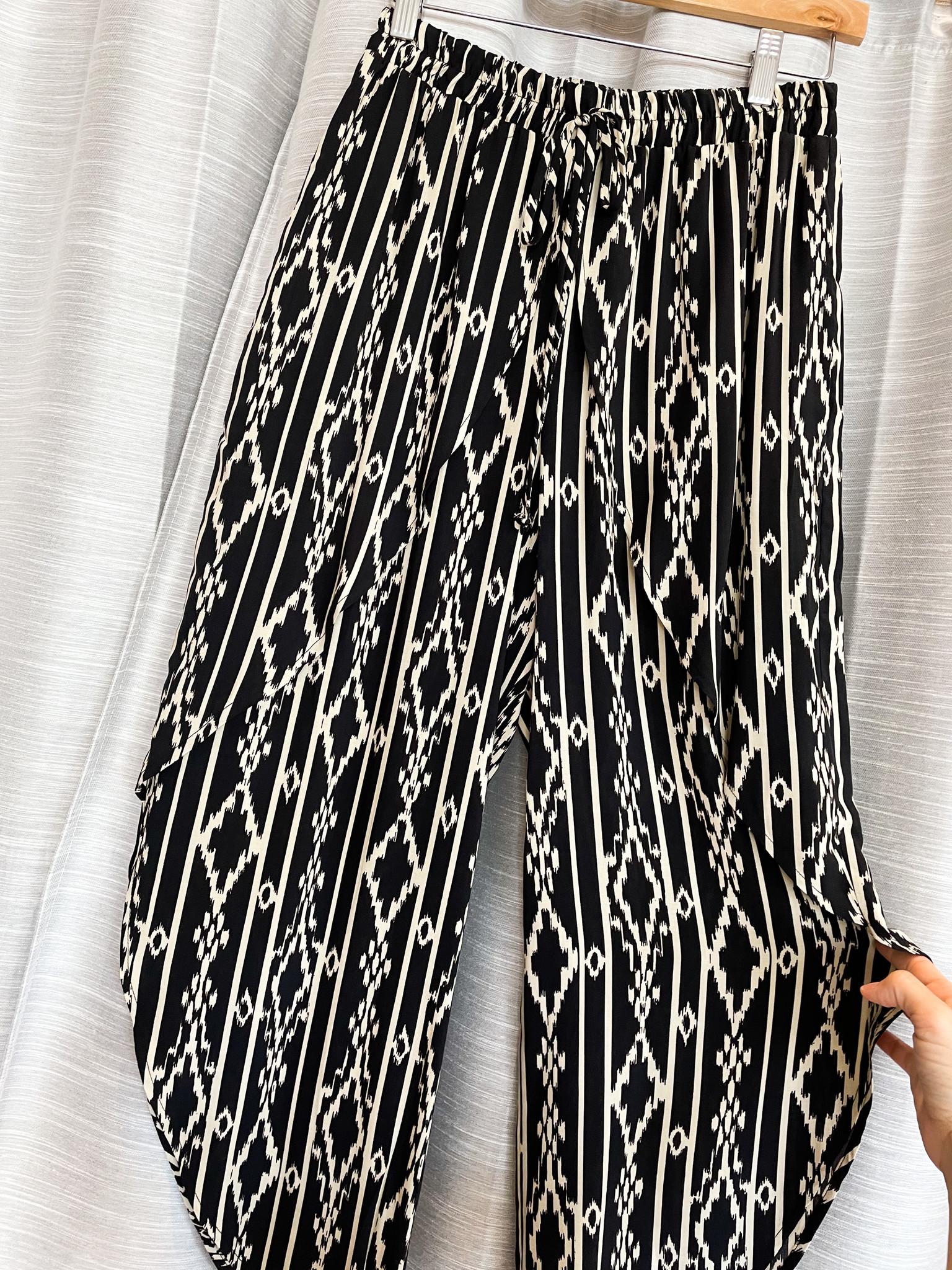 Urban Chic Black Elastic Waist Tulip Pants