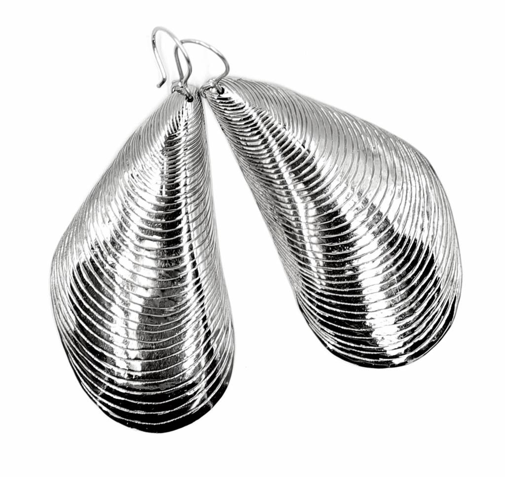 Mussel Shell Earrings - Alpaca