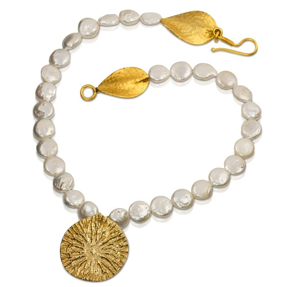 Dolphin Disc Pendant Necklace - 14K Gold (Coin Pearl)