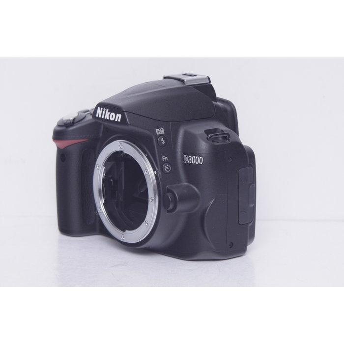 Nikon D3000 w/ AF-S DX 18-55mm 3.5-5.6G VR