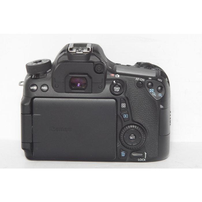 Canon EOS 70D w/ 18-55mm IS II