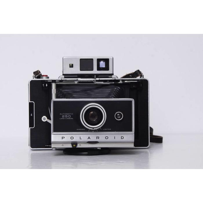 Polaroid 250 Land Camera w/Portrait kit