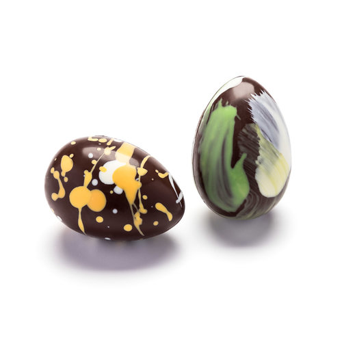 Œufs de Pâques colorés au chocolat noir