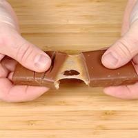 Petite barre de chocolat au lait, biscuit et caramel de 73 g