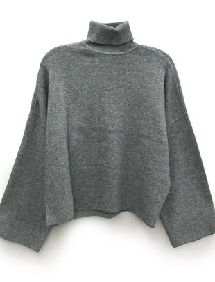 RD INTERNATIONAL RD Int'l Sweater Cropped Turtleneck w/ Wide Slvs