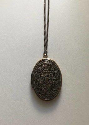 ORNAMENTAL THINGS Ornamental Things Celtic Locket
