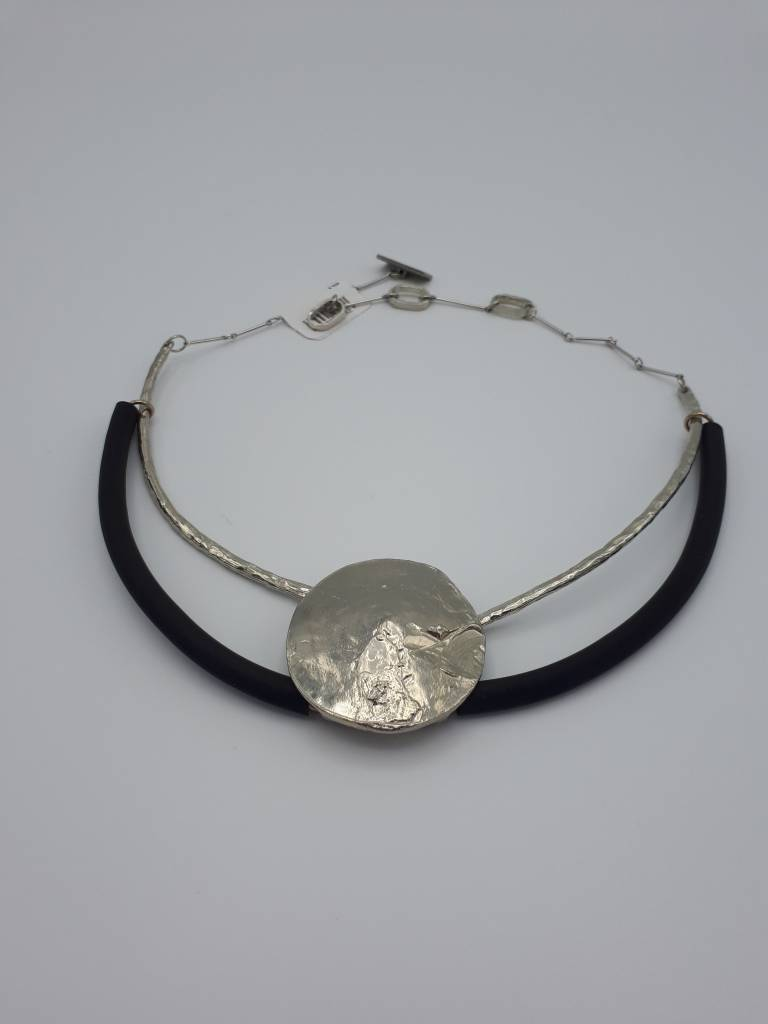collier H