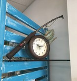 Horloge de table en forme de canne à pêche
