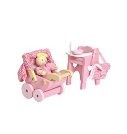 Le Toy Van Petit bébé avec accessoires