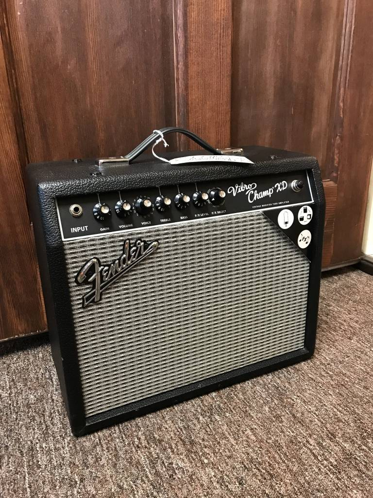USED Fender Vibrochamp XD
