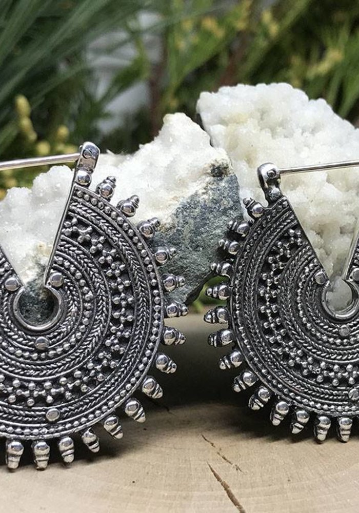 Maya Jewelry The Queens Standard in Silver 18g