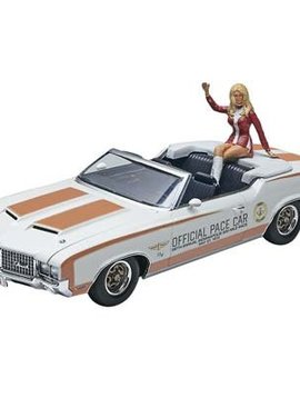 Revell RMX854197 1/25 1972 Olds Indy Pace Car w/Figure