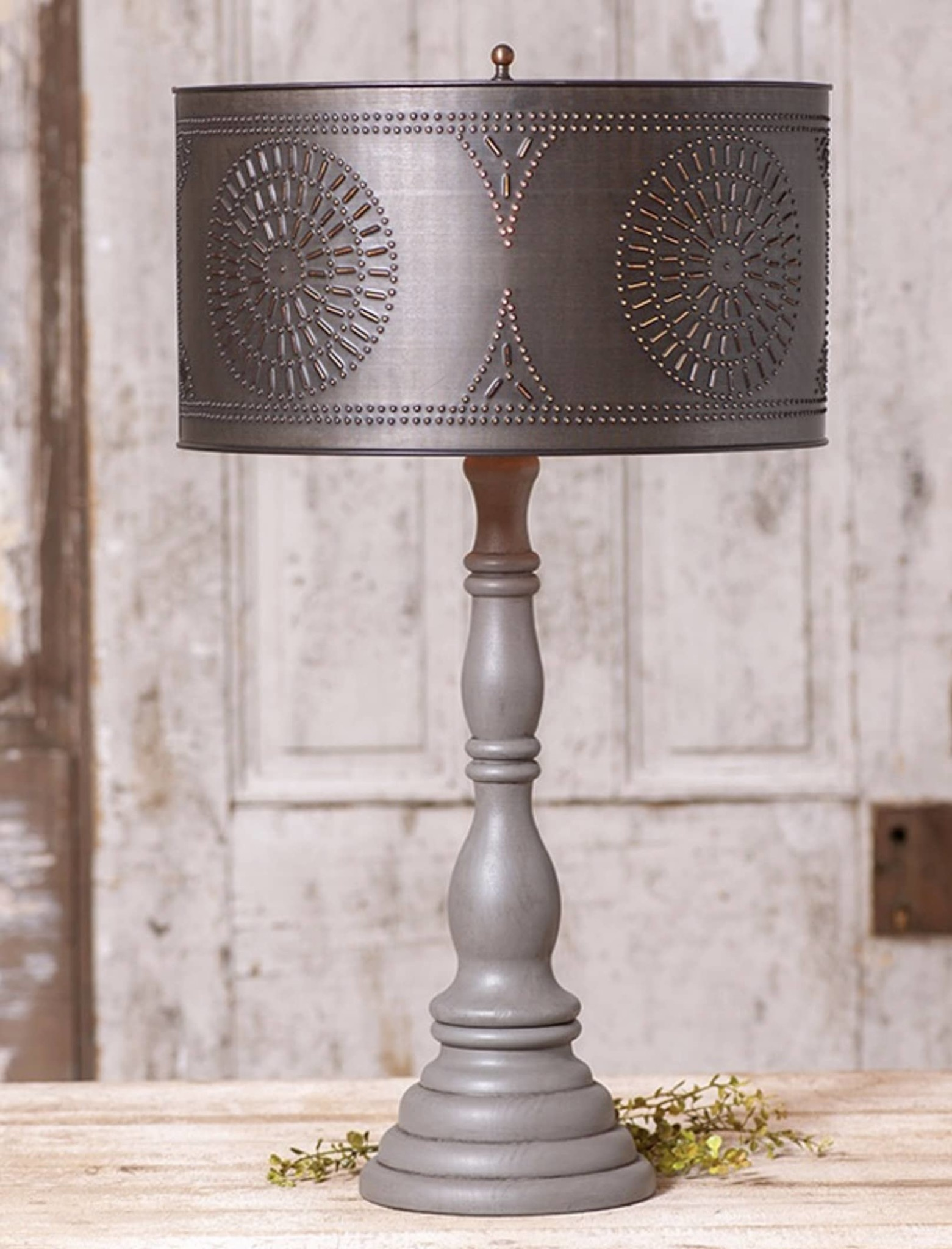 Irvin's Tinware Davenport Lamp With Shade