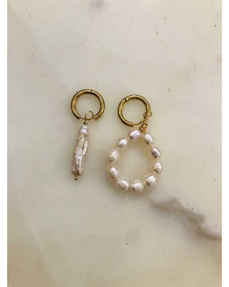 Zhuu Mismatch Pearl Earring