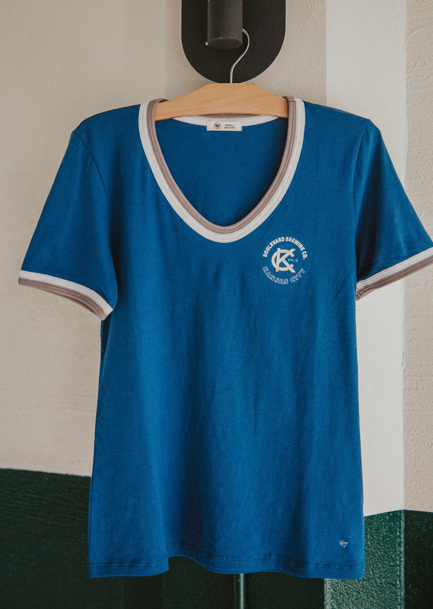 Women's KC Pils Letter V Neck
