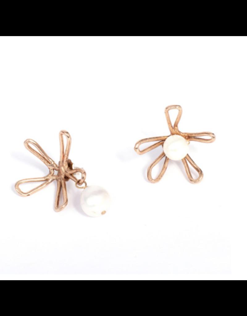 Iron by Miriam Nori Squiggle flower pearl E