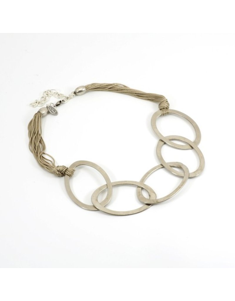 Carme Anglada Multi loop string short N