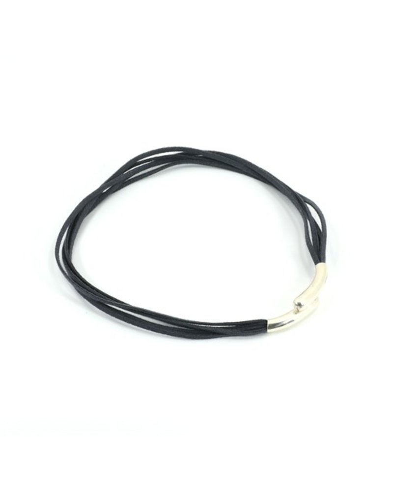 Carme Anglada Short overlapping magnetic clasp N